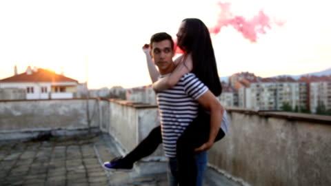 vídeos y material grabado en eventos de stock de spinning en el humo del amor - guay