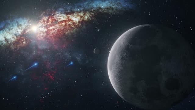 spinning moon im weltraum - reporterstil stock-videos und b-roll-filmmaterial