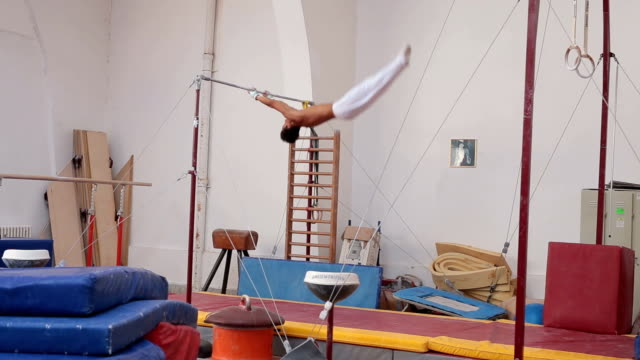 Spinning on gymnastics bar