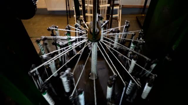 vídeos de stock e filmes b-roll de spinning production line factory - textile factory