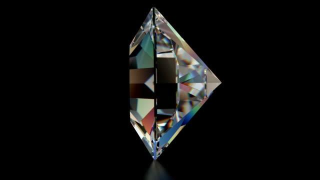 スピニングシングルカットのダイヤモンドに輝く