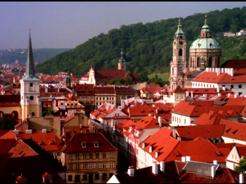 spires, dome and red rooftops, prague - 尖塔点の映像素材/bロール