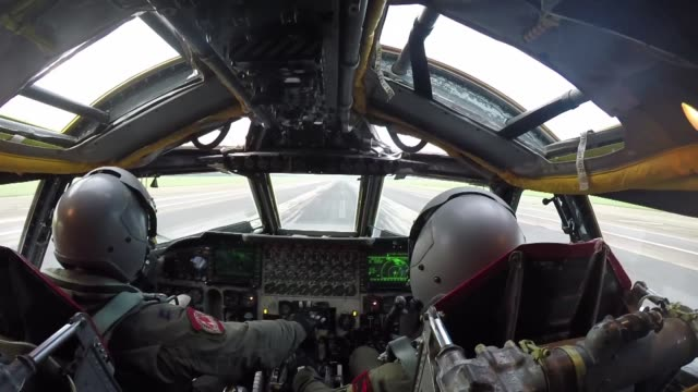 vídeos de stock e filmes b-roll de b2 spirit and b52 stratofortress footage includes the aircraft taking off flying and landing and birds eye view from the b52 taxiing and taking off - avião bombardeiro