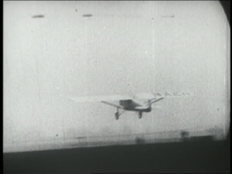spirit of st louis airplane taking off from ground in ny - 1927 bildbanksvideor och videomaterial från bakom kulisserna