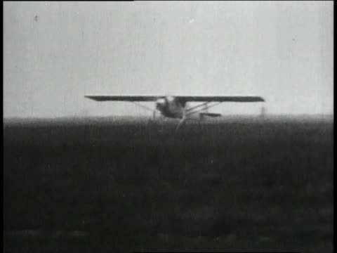 spirit of stlouis taking off from airfield - 1927 bildbanksvideor och videomaterial från bakom kulisserna