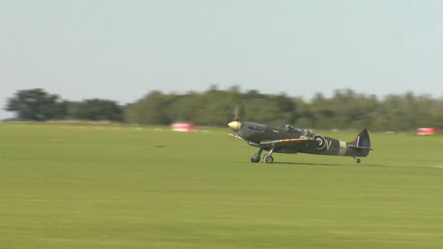 spitfire taking off at northamptonshire airfield on the 80th anniversary since the battle of britain in world war two - propeller stock videos & royalty-free footage