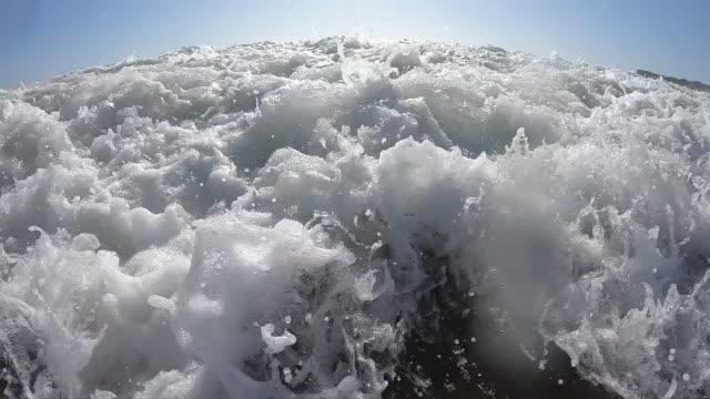 泡と泡で海水を飛び散る - カスカイス点の映像素材/bロール