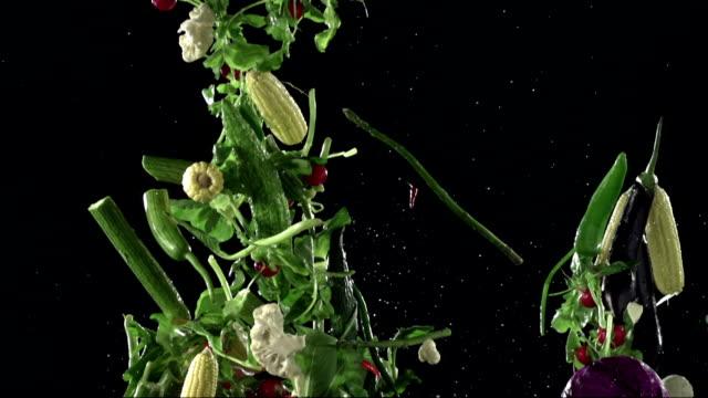 vidéos et rushes de éclabousser légumes , au ralenti - embarras du choix