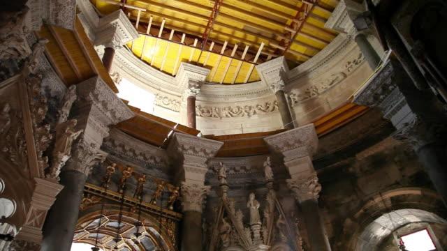 vídeos y material grabado en eventos de stock de split, plalace of diocletian, interior view in the cathedral of saint domnius - palacio interior