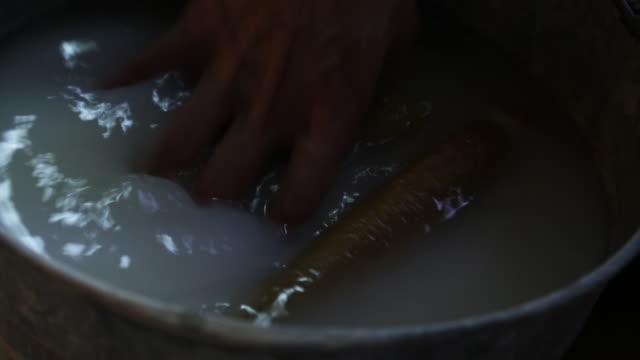 vídeos y material grabado en eventos de stock de sponges soak in dirty water close up - esponja