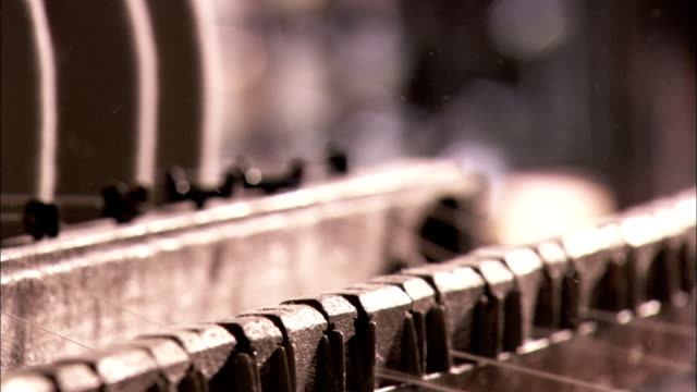 spools feed cotton threads into mechanical loom in cotton mill. available in hd. - 織物工場点の映像素材/bロール