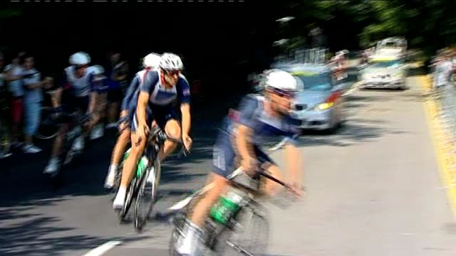 uk sport announce funding for rio olympics t26071209 / ext bradley wiggins mark cavendish and other team gb road cyclists training on box hill circuit - サリー州 ボックスヒル点の映像素材/bロール