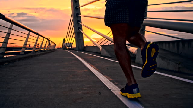 stockvideo's en b-roll-footage met slo mo sport shoes of a jogger - rennen