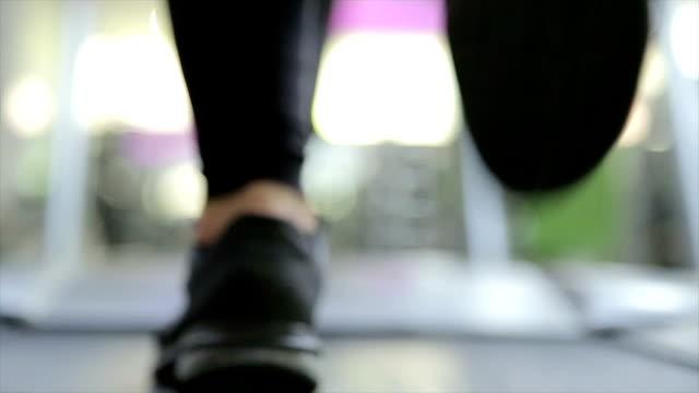 vídeos de stock, filmes e b-roll de esporte, treinamento no ginásio-b rolo - b roll