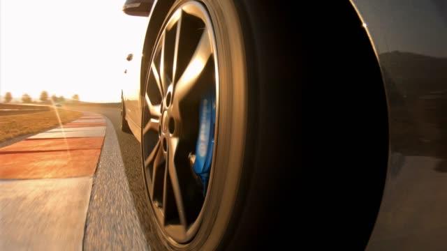 sportbil racing på en motor sport händelse konkurrens, bild av hjulen spinning - förarperspektiv bildbanksvideor och videomaterial från bakom kulisserna