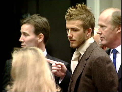 football england world cup squad injury worries lib downing street footballer david beckham standing outside no10 beckham's legs as along from no10 - 2002 bildbanksvideor och videomaterial från bakom kulisserna