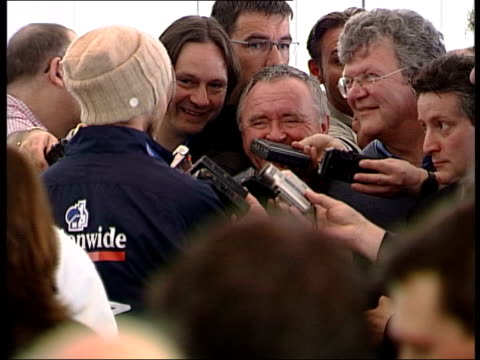 football world cup england squad leave for dubai ms bv beckham speaking to press tms beckham's feet in trainers tilt david beckham press conference... - 2002 bildbanksvideor och videomaterial från bakom kulisserna