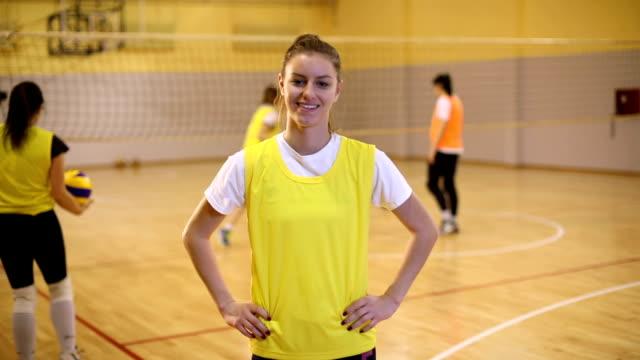 vídeos y material grabado en eventos de stock de chica de deportes - sports training
