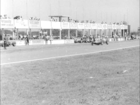 Sports Motor Racing South African Grand Prix Trials SOUTH South Africa East London British competitors in pits last shot Graham Hill stands MS Cars...