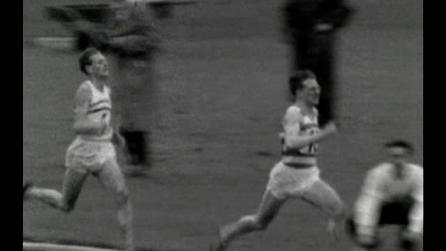 sports scientists help competitors improve performance vs140756052 / tx 1471956 london athletes running in race at aaa championships 1956 vs030957001... - canottaggio senza timoniere video stock e b–roll