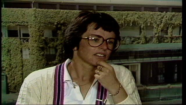 "wimbledon lawn tennis championships; d) interview miss billie jean king england, london, wimbledon miss king sof: ""i wish..... ......this year"".... - ビリー・ジーン・キング点の映像素材/bロール"