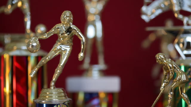stockvideo's en b-roll-footage met sports trophies - championship