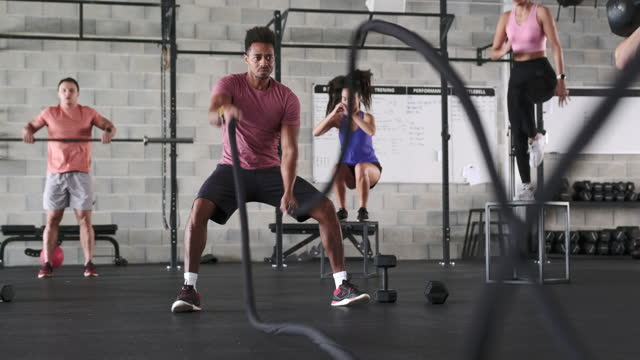 sportspeople in 20s and 30s exercising at gym - rope stock videos & royalty-free footage
