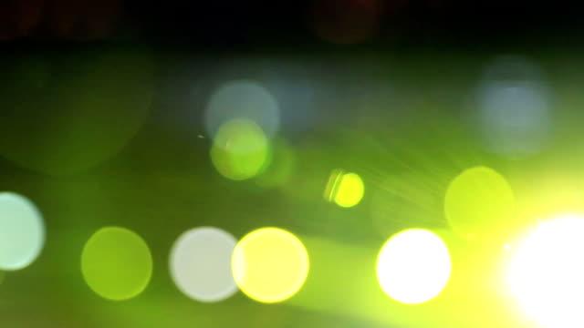 vídeos de stock, filmes e b-roll de iluminação com spot - letra maiúscula