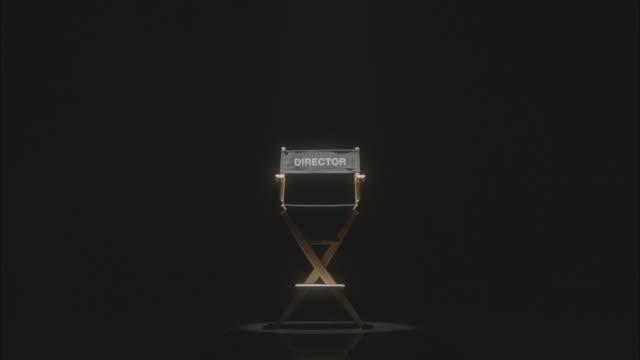 vidéos et rushes de spotlight on directors chair - zoom avant