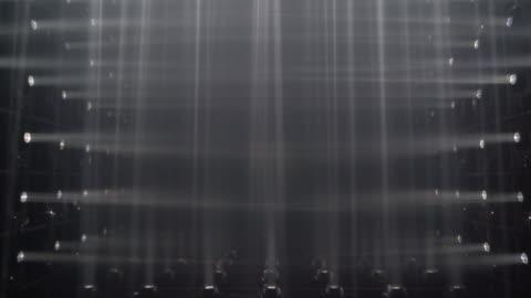 vídeos y material grabado en eventos de stock de focos en el escenario - reflector luz eléctrica