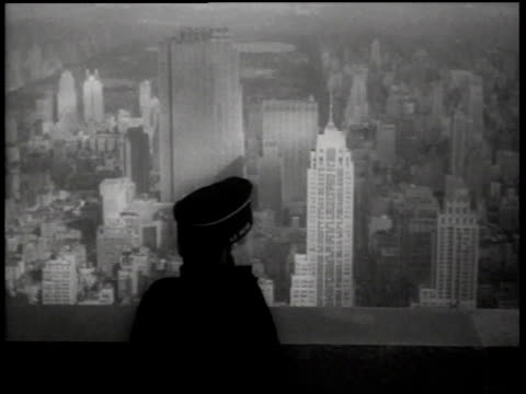 vídeos de stock e filmes b-roll de ha spotter looks out for air raids atop the empire state building / new york city new york united states - 1942