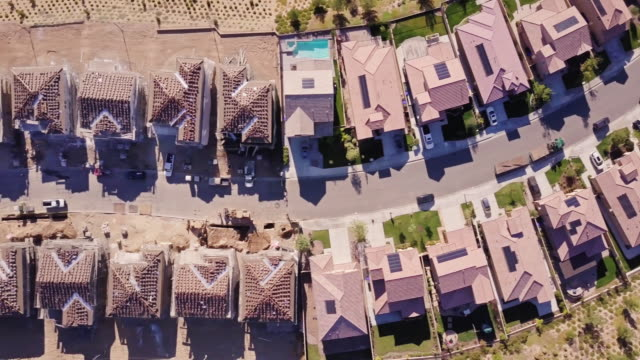 sprawling suburbia - top down aerial view - tract housing stock videos & royalty-free footage