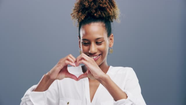 vídeos de stock e filmes b-roll de spread love and positivity freely - moldar