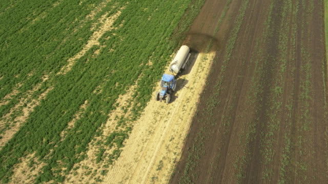 AERIAL Spreading the liquid manure over a field