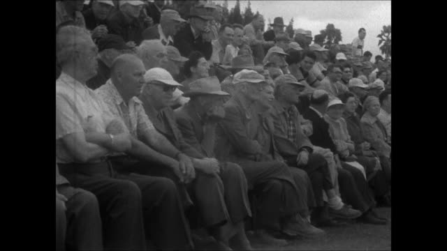 vídeos y material grabado en eventos de stock de spring training cleveland indian players exercising / fans watching rookie game including fred merkle / jim lemon batting hits but is out at first /... - oficial deportivo