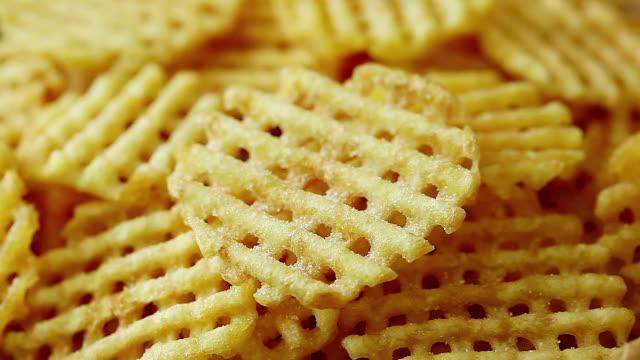 stockvideo's en b-roll-footage met sprinkling salt on waffle fries - huishuidkunde