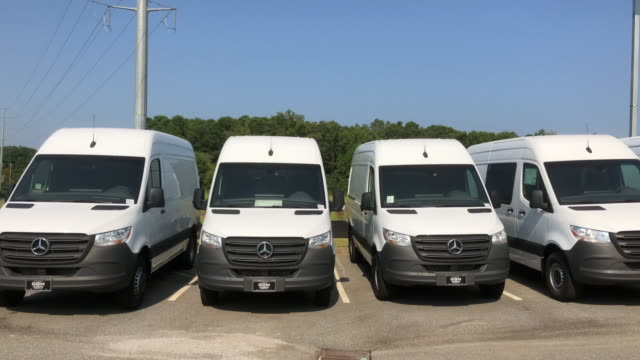 sprinter van for sale at the mercedesbenz dealership in atlanta georgia usa - lieferwagen stock-videos und b-roll-filmmaterial