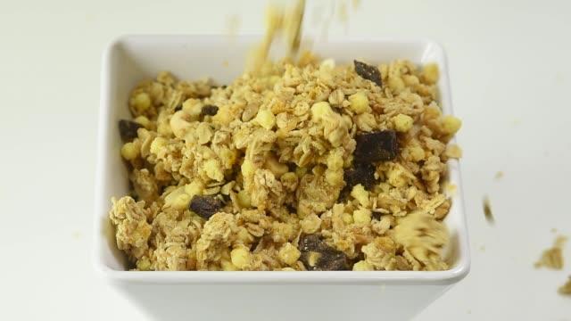 square bowl with muesli topping for ice cream - サンデー点の映像素材/bロール