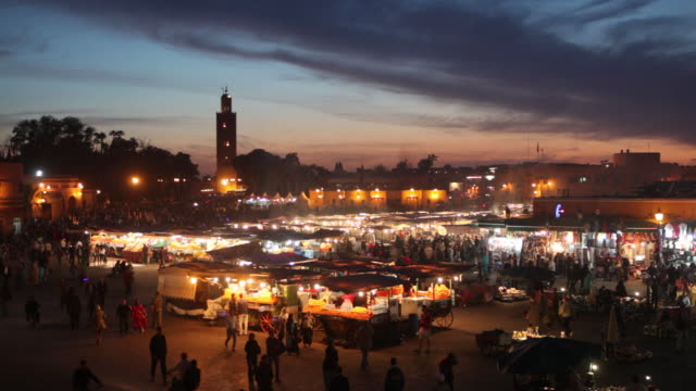 vídeos de stock, filmes e b-roll de square called djemaa el fna at dusk. food and fruit stalls - market retail space