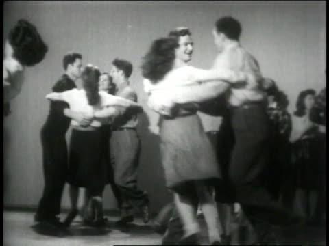 vídeos de stock e filmes b-roll de 1946 montage square dancers join hands and dance in circles and pairs - dança quadrada