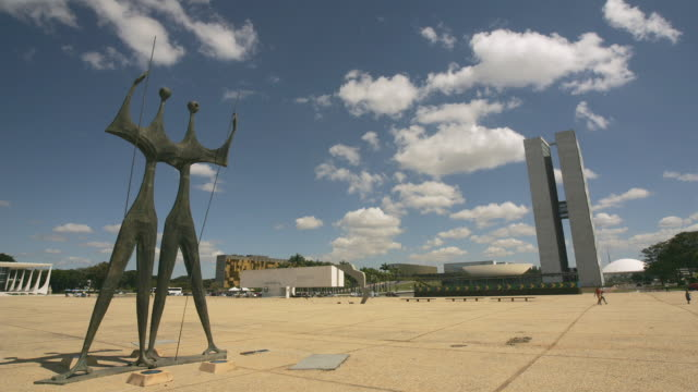 t/l, ws, square of three powers, brasilia, brazil - courtyard stock videos & royalty-free footage