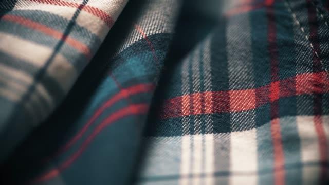 vidéos et rushes de matériau de tissu carré texture. dolly shot - t shirt