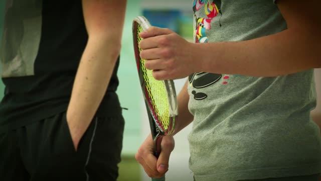 stockvideo's en b-roll-footage met squash - racket in player's hand - spelkandidaat