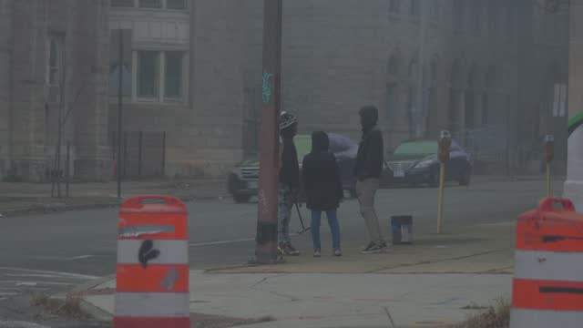 squeegee kids wait for a red light on a foggy morning during the coronavirus pandemic on december 12, 2020 in baltimore, maryland. in maryland there... - poverty stock videos & royalty-free footage