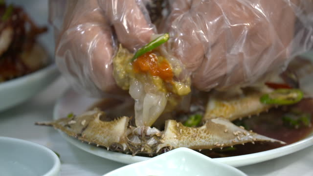squeezing ganjang gejang(soy sauce marinated raw crab) and emerging crab meat - marinated stock videos and b-roll footage
