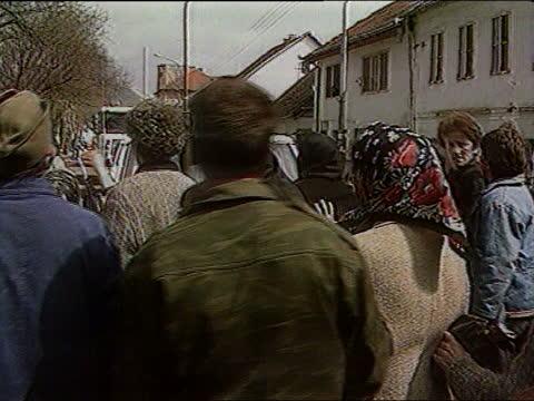 srebrenica convoy / munitions haul; c) yugoslavia: serbia: int/apc cms british un soldier talking to unseen commander bosnia: serbia - srebrenica... - serbia stock videos & royalty-free footage