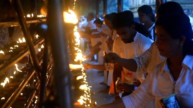 LKA: Sri Lankan Buddhists pray in Kelaniya