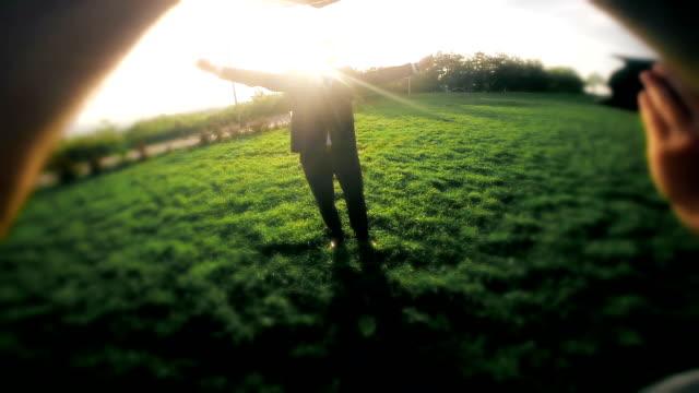 Ssuccessful Geschäftsmann springen .Photo shooting