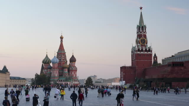 st basils cathedral and the kremlin in red square, moscow, russia - moscow russia stock-videos und b-roll-filmmaterial
