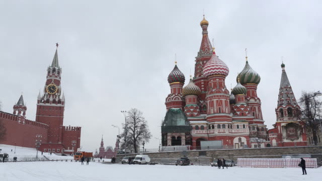 vidéos et rushes de st. basil's cathedral on red square in winter scenery, moscow, moskovskaya oblast, russia, on thursday, february 6, 2020. - moscow russia